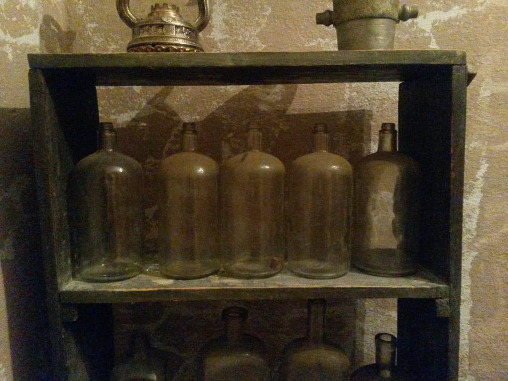 Régi üvegek a bölcse kköve nyomában szabadulójátékban